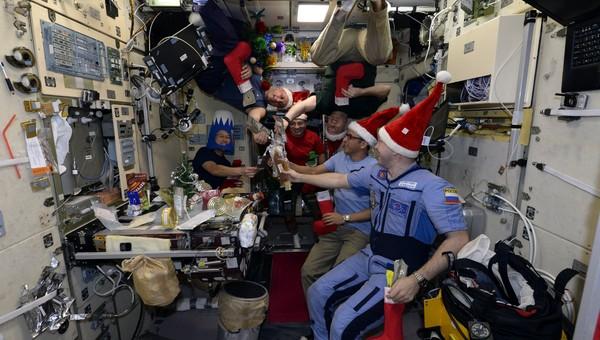 Космонавт рассказал, что едят в Новый год на МКС