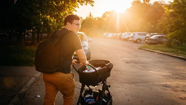 Подавляющее большинство россиян выступило за введение отпуска для молодых отцов