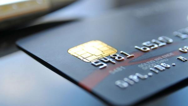 Российские банки решили продлить действие карт с истекающим сроком