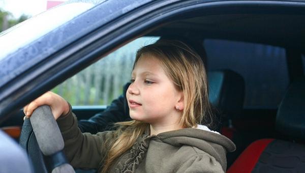 В Подмосковье 10-летняя девочка разогнала машину до 100 км/ч