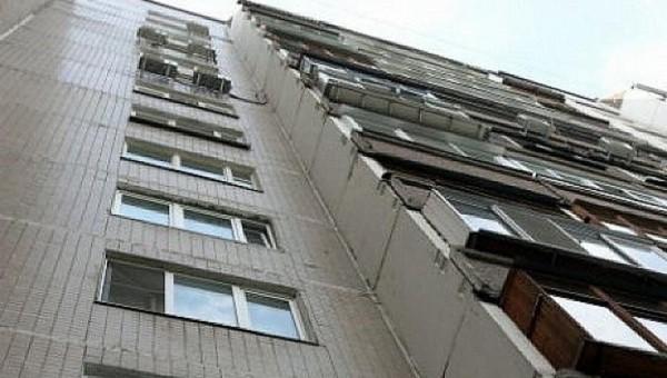Женщина погибла, пытаясь попасть домой через балкон