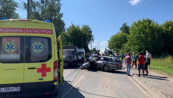 Мужчина и женщина серьезно пострадали в ДТП в Серпухове