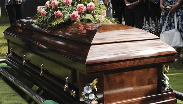 Умерших от коронавируса будут хоронить в закрытых гробах
