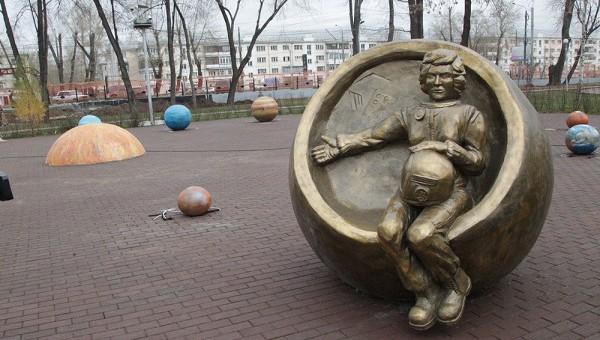 Россиян рассмешил памятник «беременной» Терешковой