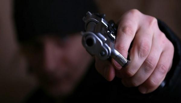 Молодому мужчине выстрелили в голову из-за того, что он заступился за сестру