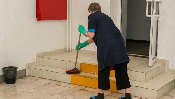 Уборщица ковидного госпиталя, которая пожаловалась на отсутствие доплат, получает 116 тысяч