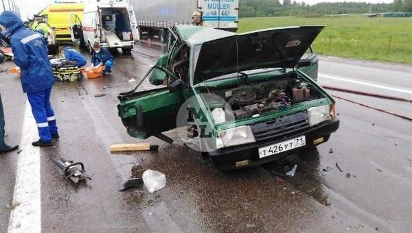 На трассе М-2 в аварии пострадали три человека
