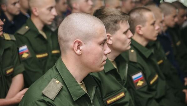 Выпускники могут потерять отсрочку от армии из-за переноса ЕГЭ