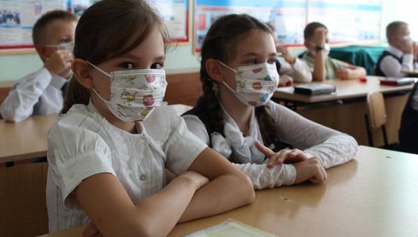 Дети дольше остаются заразными и распространяют коронавирус, чем взрослые