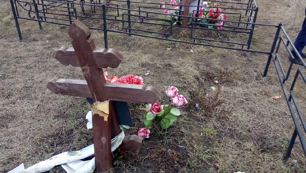 В Курилово пенсионерка разгромила кладбище