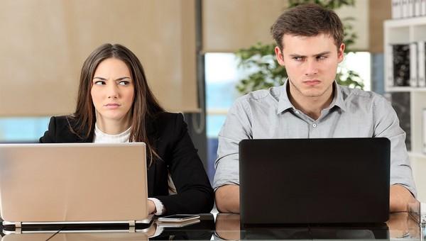 Что бесит россиян в коллегах по работе?