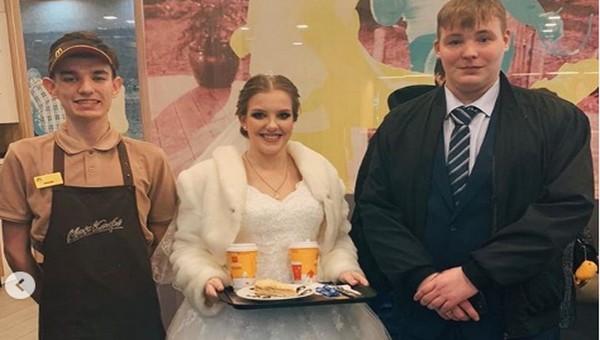 Серпуховские молодожены устроили праздничный пир... в «Макдональдсе»