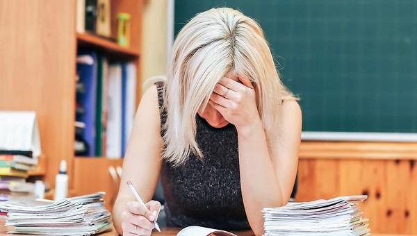 Сколько стоит обматерить учителя в школе?