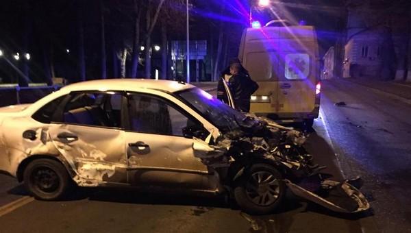 Ночью в Серпухове «Лада» разорвала трактор