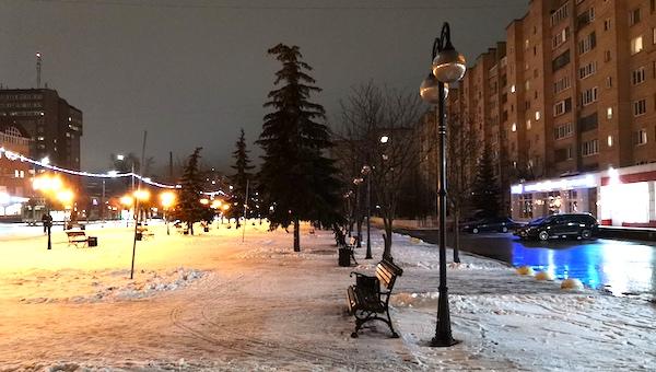 Пешеходная зона на Юбилейной площади частично осталась без освещения