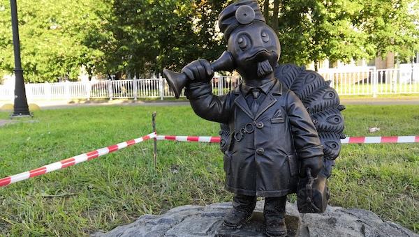 Памятник павлину-доктору появился в Серпухове
