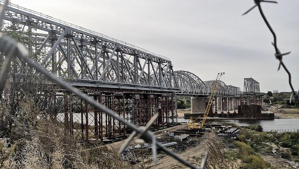 Как продвигается ремонт железного моста через Оку?