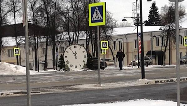 На площади в Серпухове остановилось время... дважды