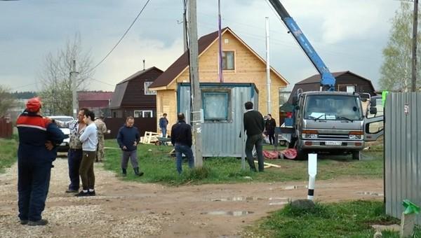 Двое друзей погибли, устанавливая дачный домик