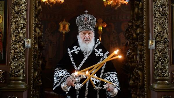 Патриарх Кирилл выступил против «левых» церковных свечей