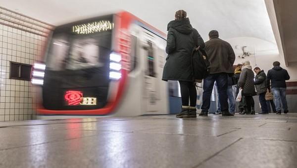 В московском метро женщину избили за кашель
