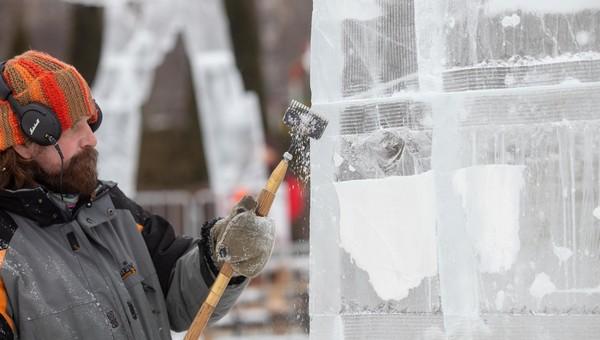 Ледовые шедевры можно увидеть между Серпуховом и Москвой