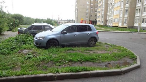 За парковку на газоне могут ввести штрафы
