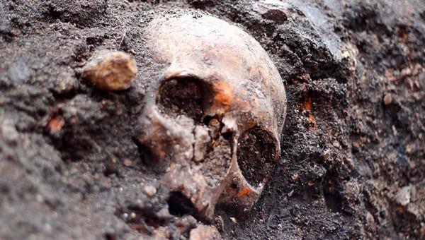 В Подмосковье на заброшенном заводе найден обгоревший труп человека