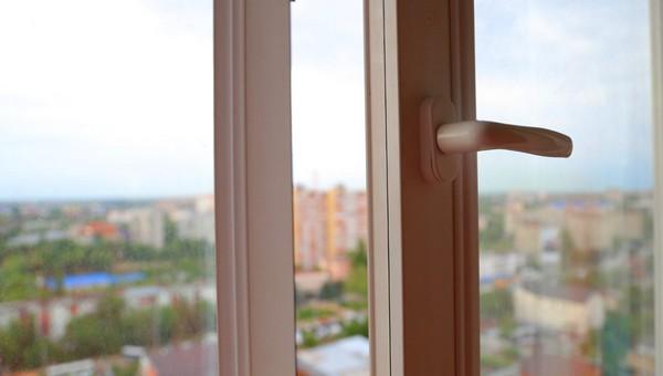Старшеклассник выпал из окна 17 этажа