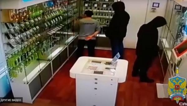 В Серпухове грабители «обнесли» салон сотовой связи ради подарков родственникам