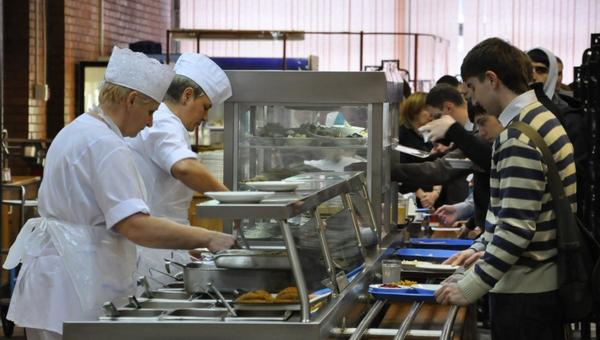 В Госдуме предложили ввести бесплатное питание для студентов