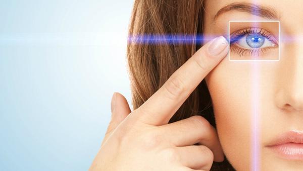 Специалисты глазной клиники ведут прием в Серпухове