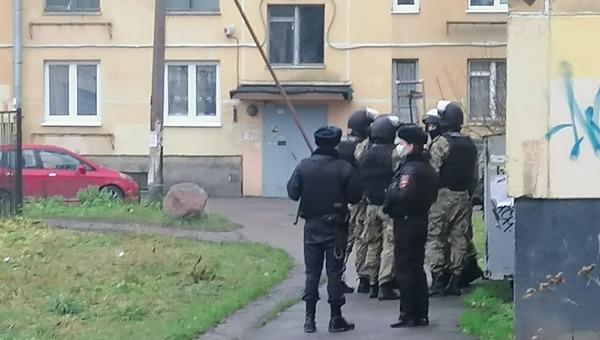 В Петербурге мужчина захватил в заложники шестерых детей