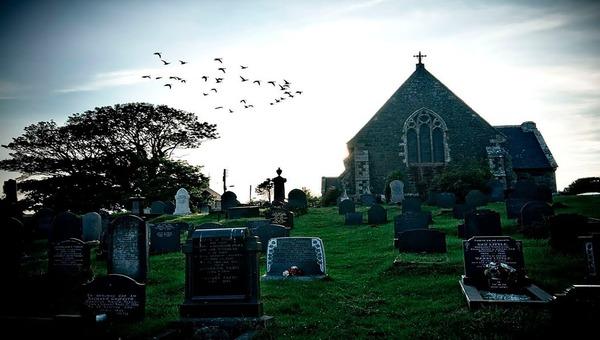 Автопилот нового авто засек на кладбище призрака