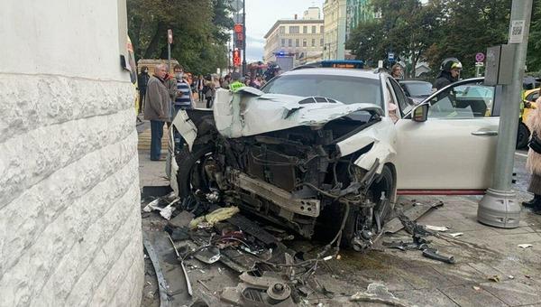 В страшном ДТП в столице серьезно пострадали три человека