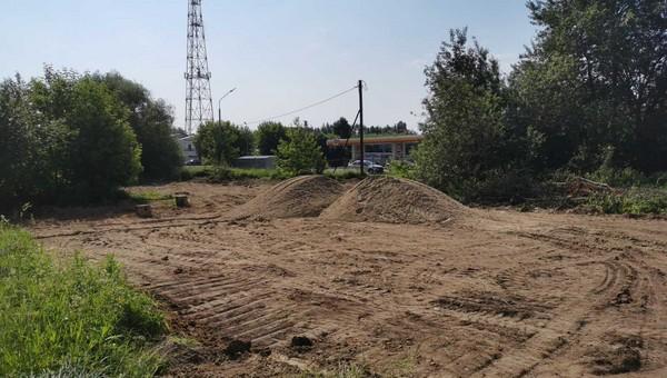 Первую площадку для выгула собак начали строить в Серпухове
