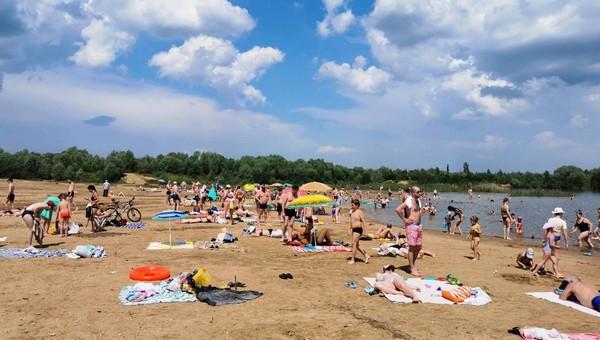 Роспотребнадзор рассказал, какова вероятность заражения covid-19 на пляже