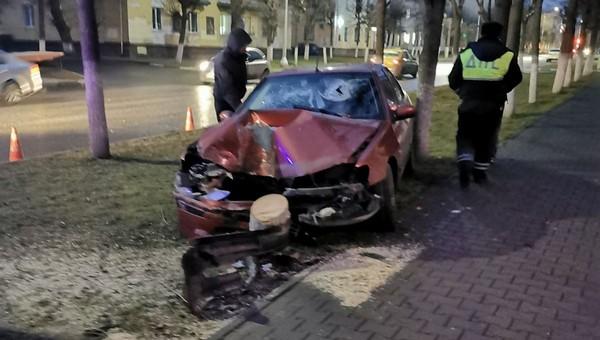 Гонщик из Архангельска вылетел на тротуар в Серпухове