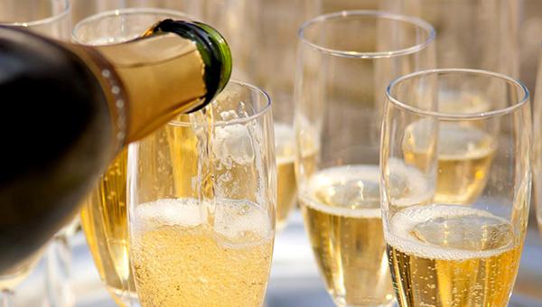 Названы семь худших марок игристого вина