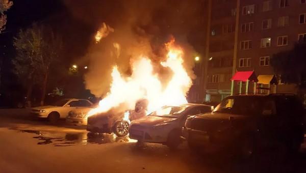 В Подмосковье мужчина не смог выбраться из своей машины и сгорел