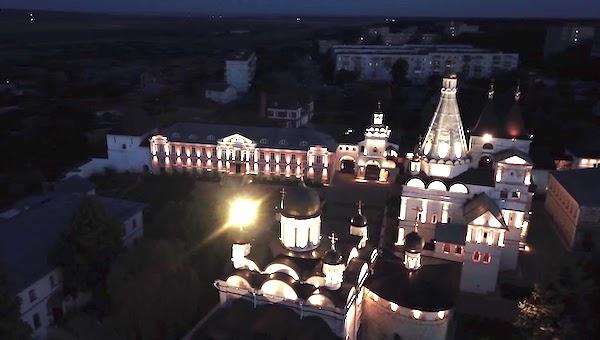 Инокини Владычного монастыря ночью проведут стрим пасхальной службы