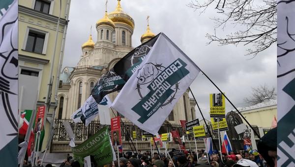 Мать, жена и дочь Шестуна прошли с маршем Немцова