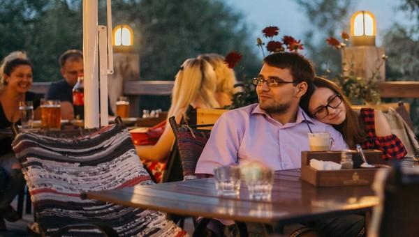 Как провести летний вечер романтично? На веранде ресторана
