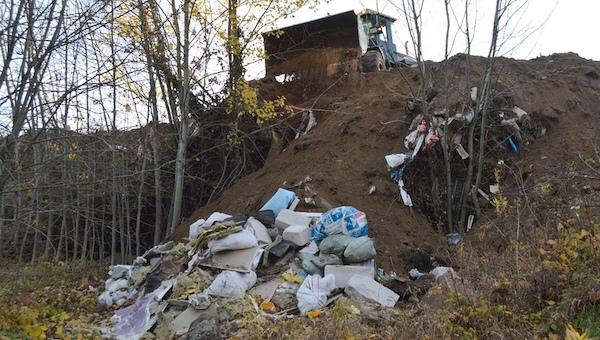 Штраф в 2,5 млн ₽ грозит за мусор на земле