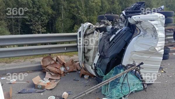 На трассе М2 «Крым» столкнулись два грузовика