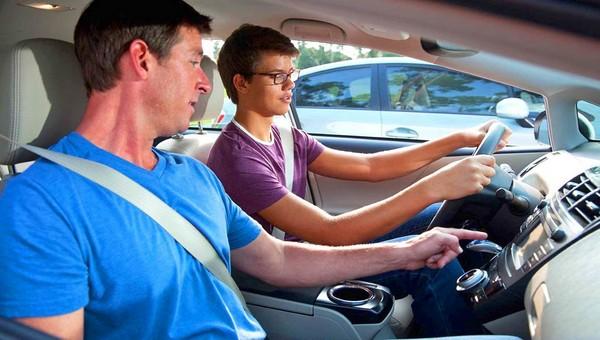 В МВД могут разрешить садиться за руль детям