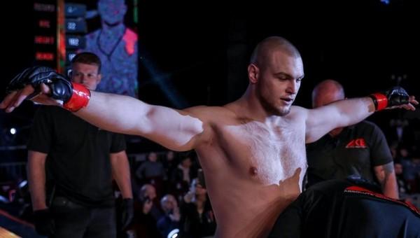 Боец ММА из Серпухова  Сергей Билостенный подался поближе к Америке