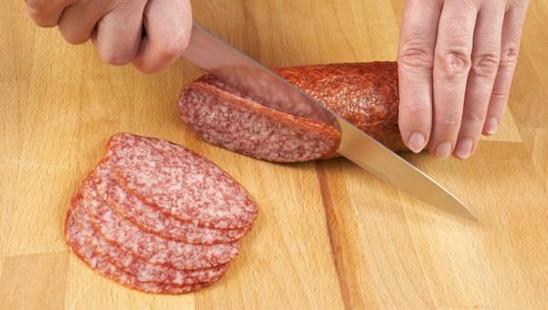 Диетолог Минздрава обозначил безопасную дозу сырокопченой колбасы