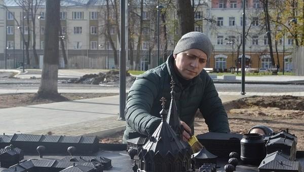 Памятник, который нужно щупать, появился в Серпухове