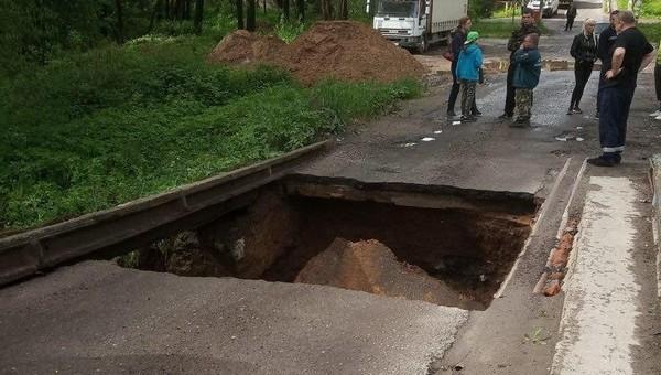 В Подольске из-за обильных осадков провалился мост
